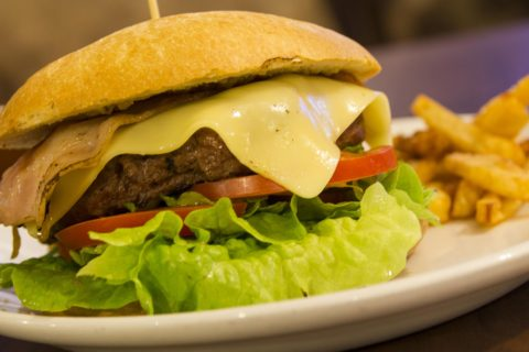 comer-hamburguesa